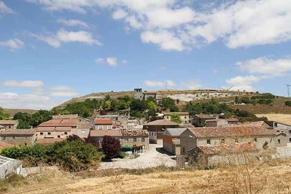 Vista parcial del caserío de Páramo del Arroyo.