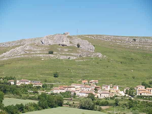 El barrio de Santa Marina en primer término, con los restos del castillo al fondo.