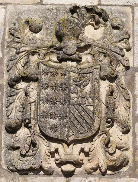 Detalle de uno de los escudos de armas que hay en la localidad.