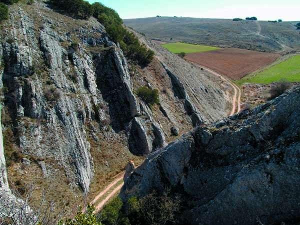 El Callejón de La Polera se encuentra muy cerca del casco urbano de Gredilla.