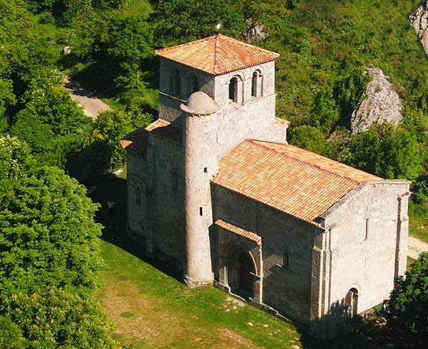 La ermita de Nuestra Señora del Valle es una de las mejores muestras del románico burgalés.