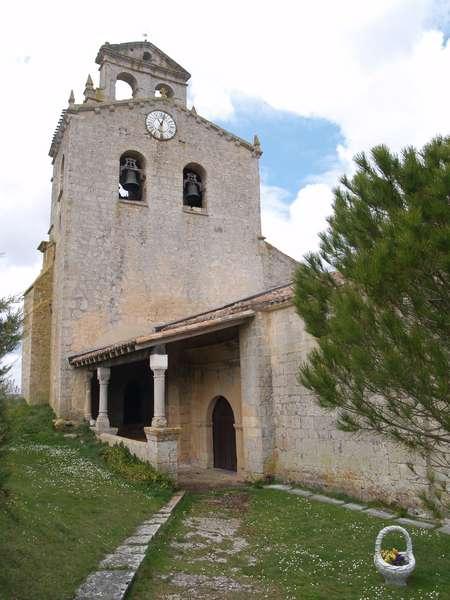 Iglesia de la Asunción, en la que predominan el gótico y el barroco.