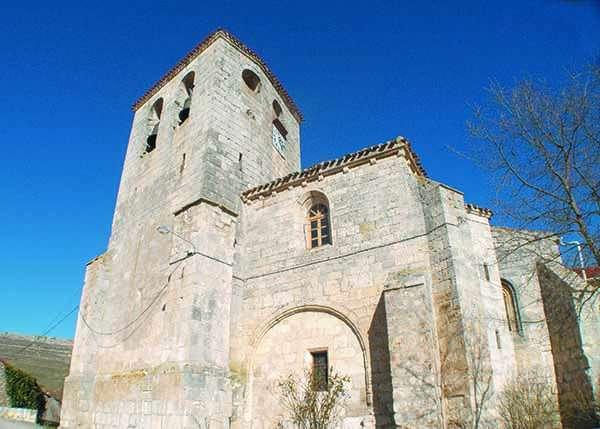 Iglesia de San Juan Bautista, de estilo ojival cisterciense, aunque con elementos románicos.