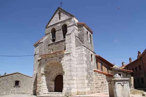 Fachada principal de la iglesia de San Martín.
