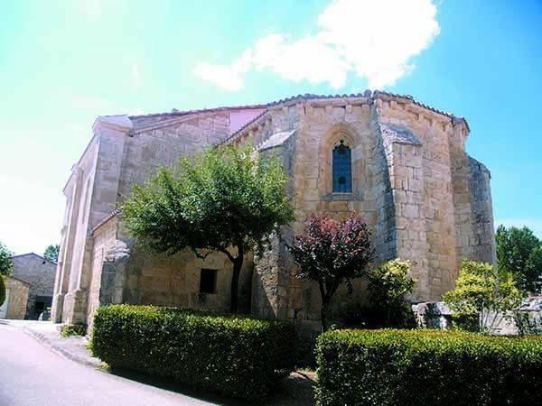 Imagen de la iglesia de Santa María la Mayor en la que se aprecia el ábside poligonal.