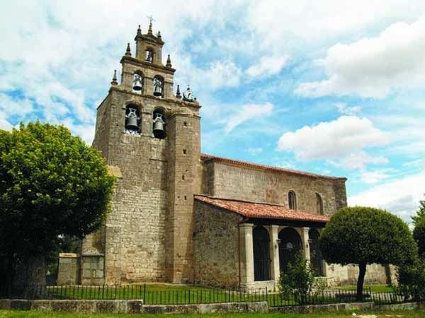 Iglesia parroquial de la Asunción, mezcla de estilos gótico y barroco.