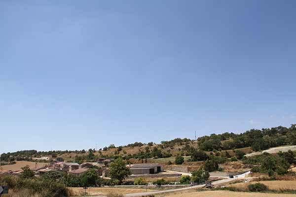 La masa arbórea se extiende desde la misma ladera de Marmellar de Arriba.