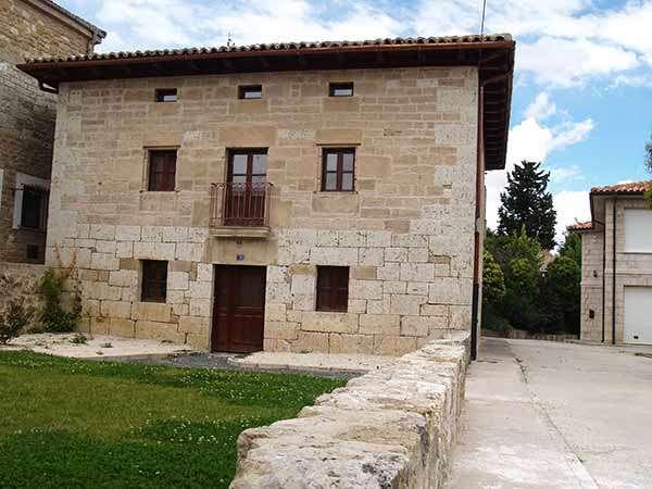 Edificio conocido como la Casa del Cura, restaurado hace algunos años.