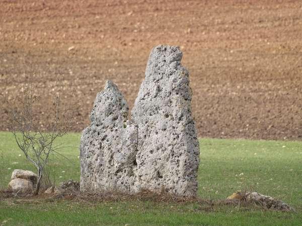 Menhir de las Dos Hermanas.