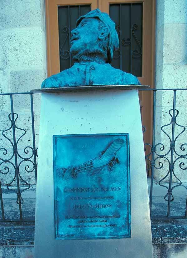 Monumento en recuerdo a la hazaña de Jules Vedrines.