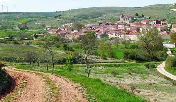 Panorámica de Quintanilla-Sobresierra, que se asienta sobre una ladera.
