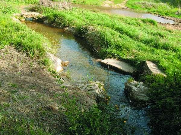 Detalle de los pontones y lavaderos que se conservan en el cauce del arroyo Jordán.