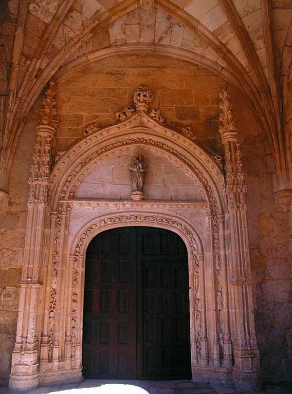 Portada de la iglesia de Nuestra Señora de la Asunción.