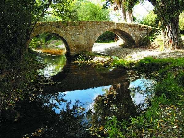 Vistoso puente de origen romano