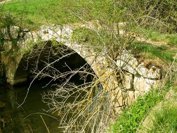 Puente sobre el río Ubierna, de origen romano.