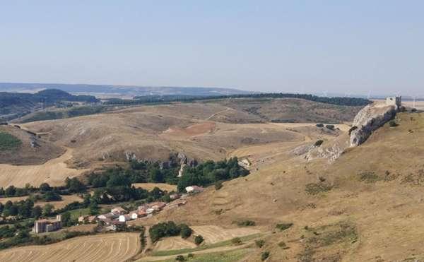 Panorámica de Ermita y Castillo de Monasterio de Rodilla<br> Fuente: es.wikiloc.com