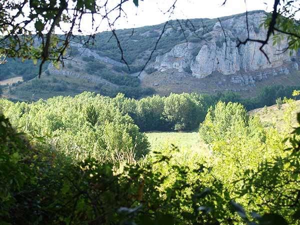 Vista del Desfiladero del Úrbel, desde el entorno de la cueva de Valdegoba.