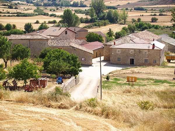 Vista parcial de Ruyales, desde el cerro en el que se alza la iglesia.